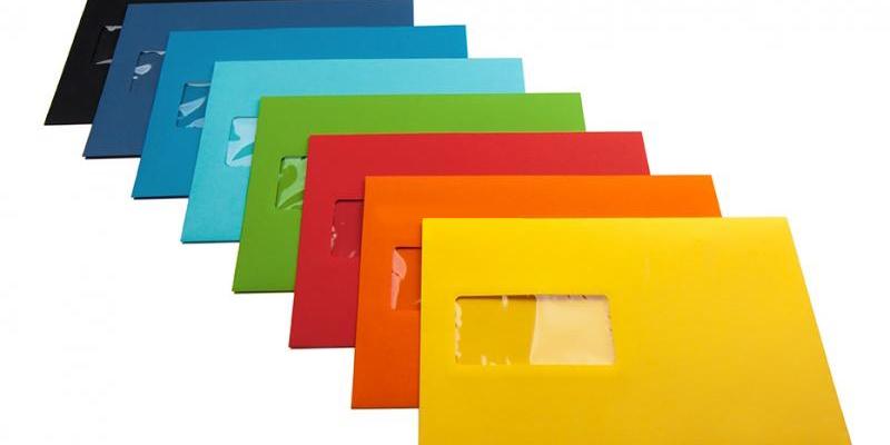 sobres con ventana de diferentes colores