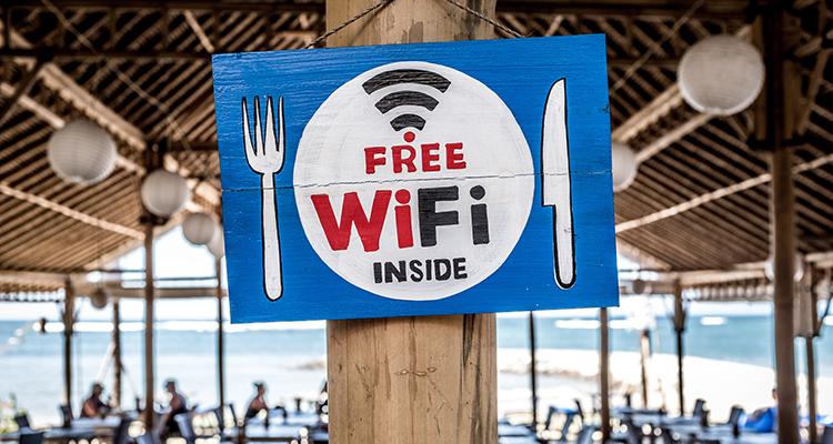 Restaurante con zona con Wifi gratuito